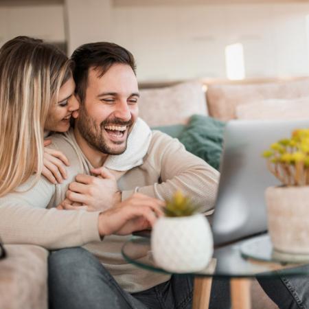 9 stvari koje muškarac radi kada je sretan u vezi